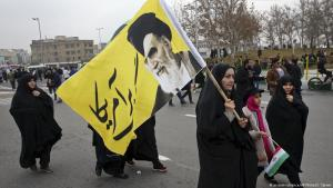 Supporters of Ayatollah Khomeini in Tehran (photo: picture-alliance/AP/V. Salemi)