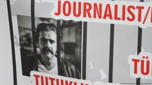 Poster calling for the release of German journalist Deniz Yucel, arrested in Turkey in 2017 (photo: picture-alliance/rtn)