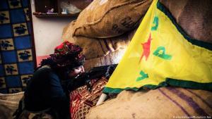 Kurdish YPG fighter in Kobani (photo: picture-alliance/Photoshot/J. Raa)