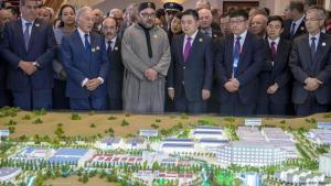 Moroccan King Mohammed VI (centre-left) and Li Biao (centre-right), chairman of the Chinese group Haite, attend the launch of Tangier Tech, a Chinese investment project in Morocco on 20 March 2017, at the royal palace near Tangiers (photo: Getty Images/AFP/F. Senna)