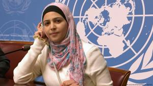 Muzoon Almellehan in 2018 at the United Nations in Geneva (photo: picture-alliance/dpa)