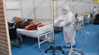 Infections on the rise: in late June, between 3,500 and 4,000 new infections were reported in Tunisia every day. Former Prime Minister Hichem Mechichi also contracted the virus in a country with little testing and where many hospitals are overwhelmed by the many COVID-19 patients.